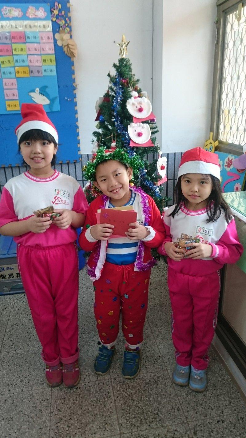聖誕老ㄚ公與小天使們送禮囉!