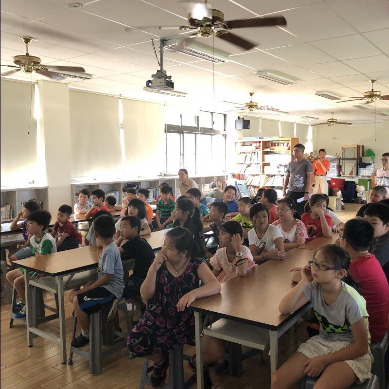 同學認真聆聽