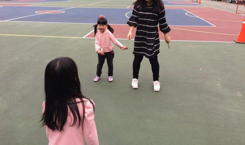 孩子們變成暖身小老師喔!
